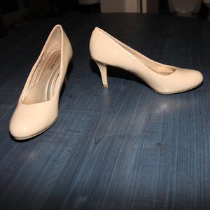2for30$ nude patent leather heels